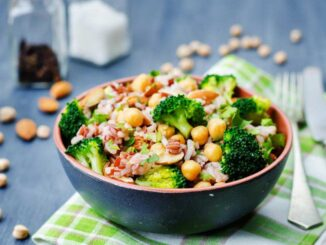 chickpea and vegetable salad bowl